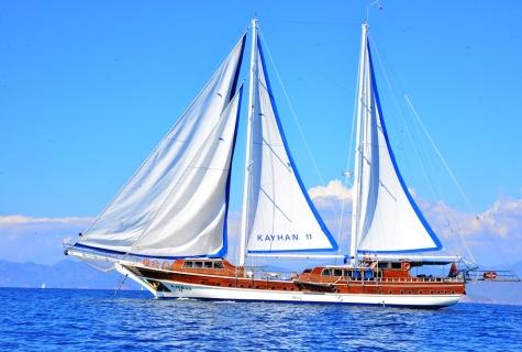 Kayhan 11 sailing