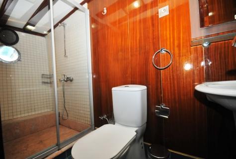 Kayhan 11 toilet