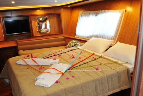 Kayhan 3 cabin decoration