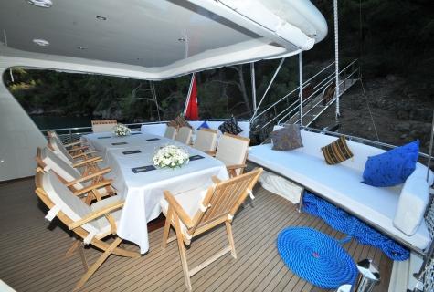 Kayhan 3 deck table sofa