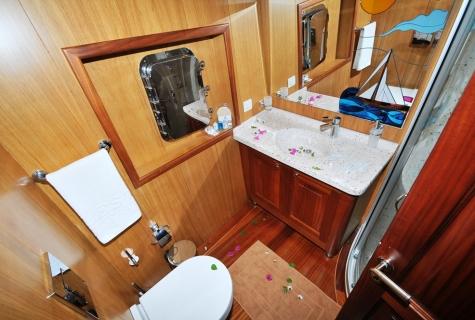Kayhan 3 toilet sink