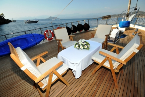 Kayhan 4 deck table chairs