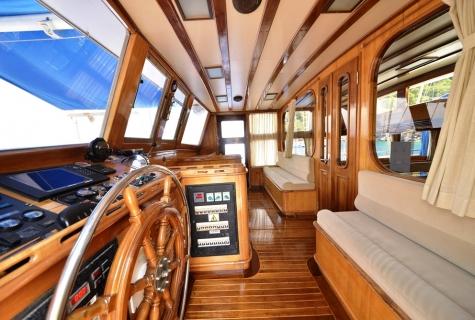 Kayhan 5 captain cabin