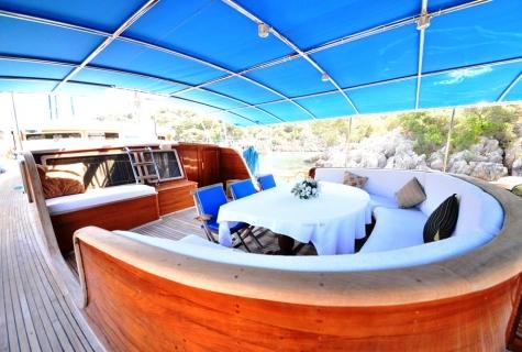 Kayhan 5 deck sofa