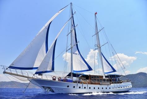 Kayhan 5 sailing 2
