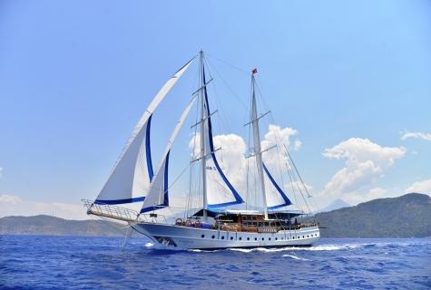 Kayhan 5 sailing