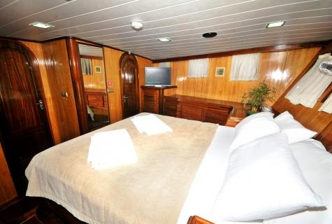 Kayhan 8 cabin