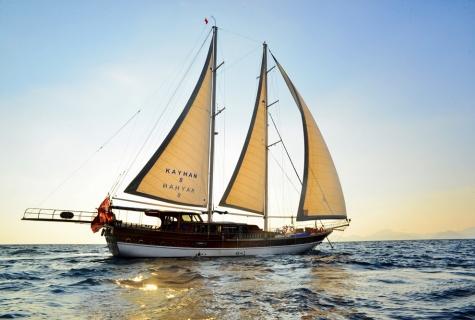 Kayhan 8 gulet sailing