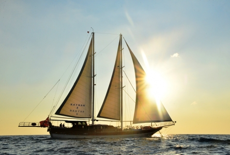 Kayhan 8 sun sailing