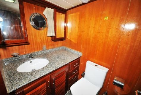 Kayhan 8 toilet
