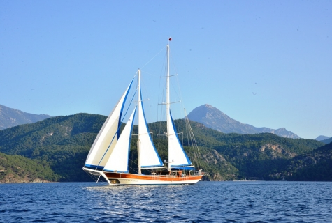 Kayhan Kaptan sailing