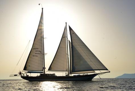 Kayhan Kaptan sails