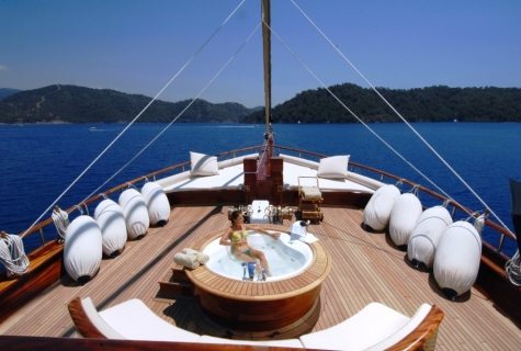Mare Nostrum deck jacuzzi