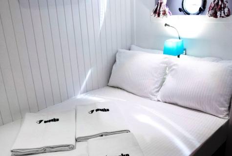 Maske bed decoration