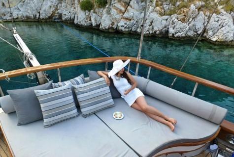 Mehmet Bugra Relaxing Area deck