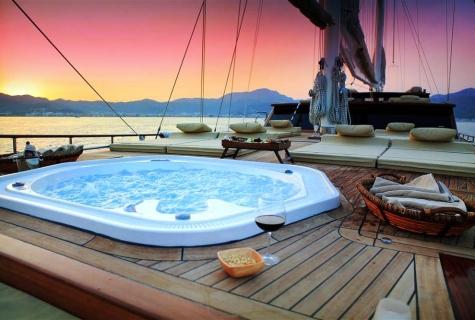 Romantic deck Jacuzzi