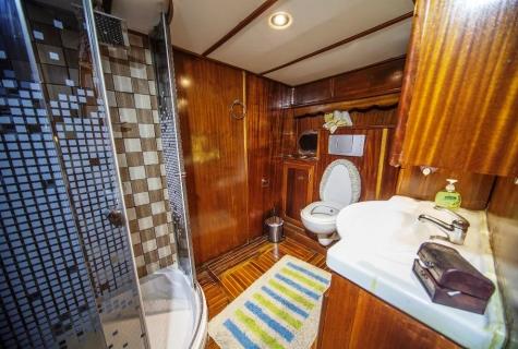 Miriam Sophie bathromm 2