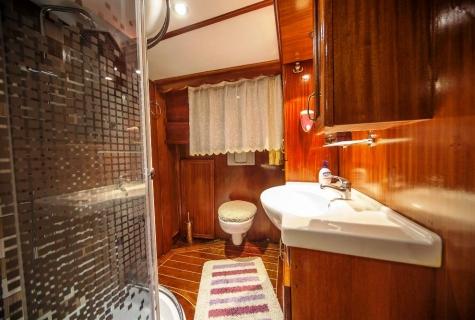 Miriam Sophie bathroom