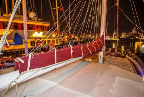 Miriam Sophie sail
