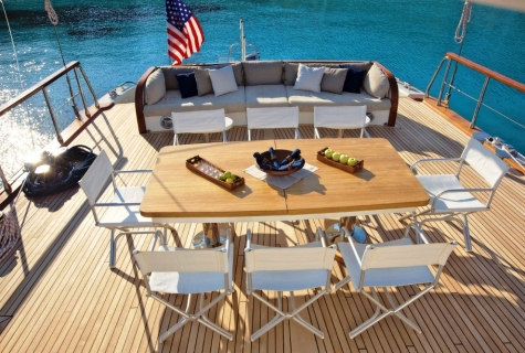 Dinning table deck