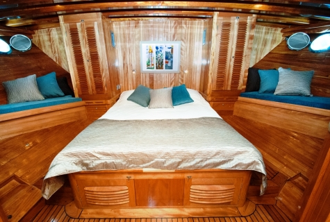 Myra interior cabin