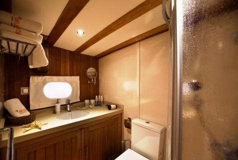 Osman Kurt toilet