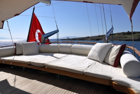 Palmyra deck sofa