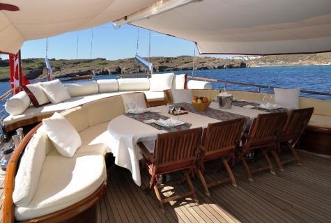 Palmyra deck