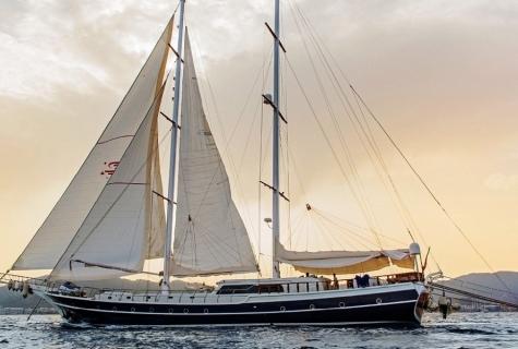 Perla Del Mar 2 sailing