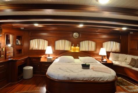 Queen aft master cabin