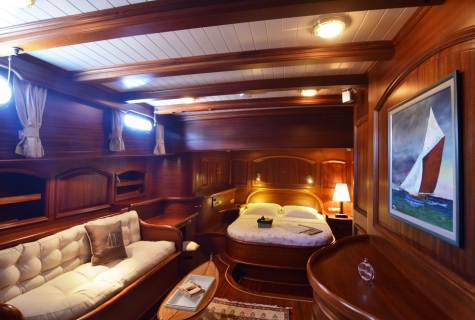 Forward VIP cabin