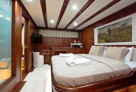 Regina forward master cabin