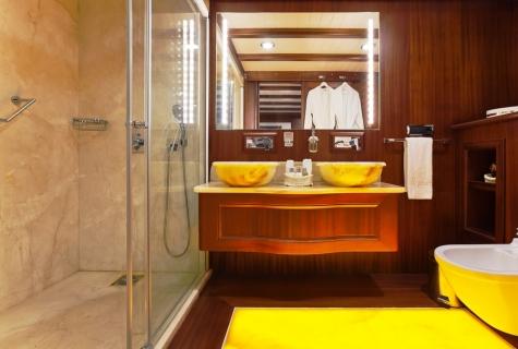 Regina master batroom