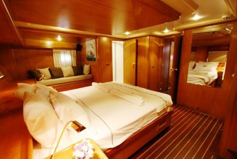 SCHATZ - Aft Master Cabin (4)