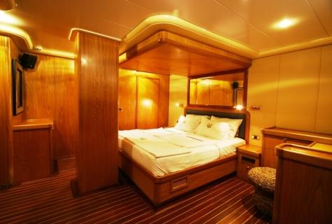 SCHATZ - Forward Master Cabin (1)