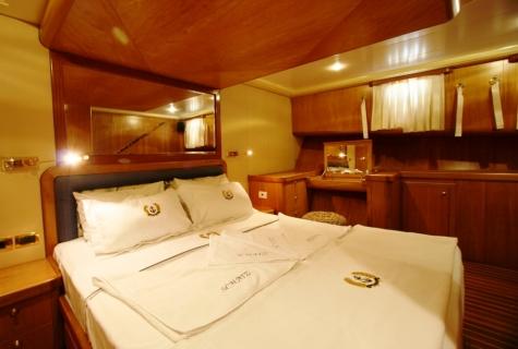 SCHATZ - Forward Master Cabin (2)