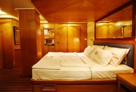 SCHATZ - Forward Master Cabin (3)