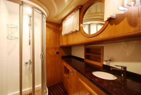 SCHATZ - Forward Master Cabin Bathroom
