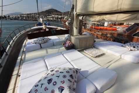 Gulet Serenad sun deck (1)