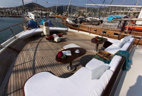 Gulet Serenad sun deck (2)