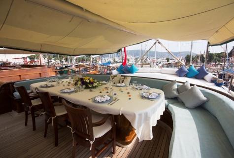 Serenad back deck
