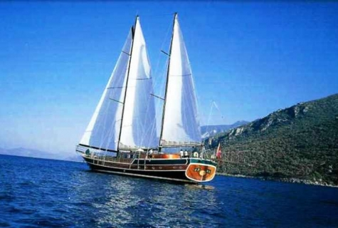 Serenad sailing