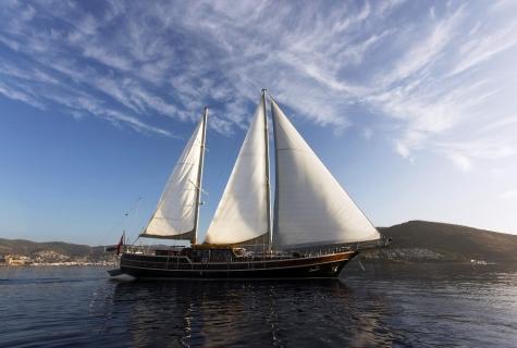 Serenad sails
