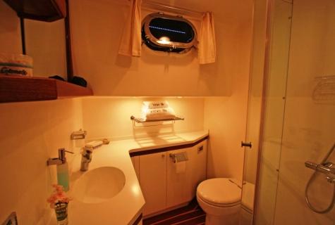 Double Cabin Bathroom