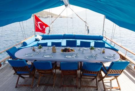 Sunworld 6 Table is served