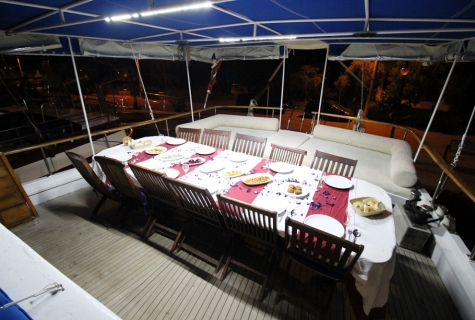 Deck dinner