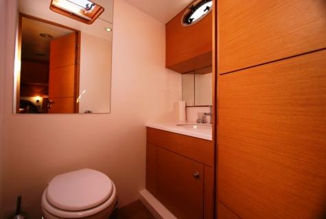 VONGOLE - Aft Master Toilet
