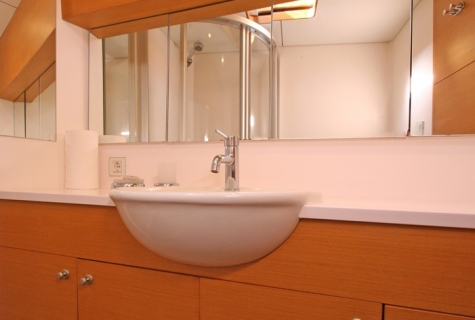 VONGOLE - Double Cabin Bathroom (02)