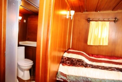 Yorgun 1 cabin toilet