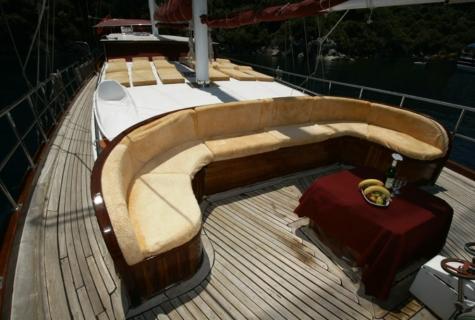 Yorukoglu 2 deck sofa
